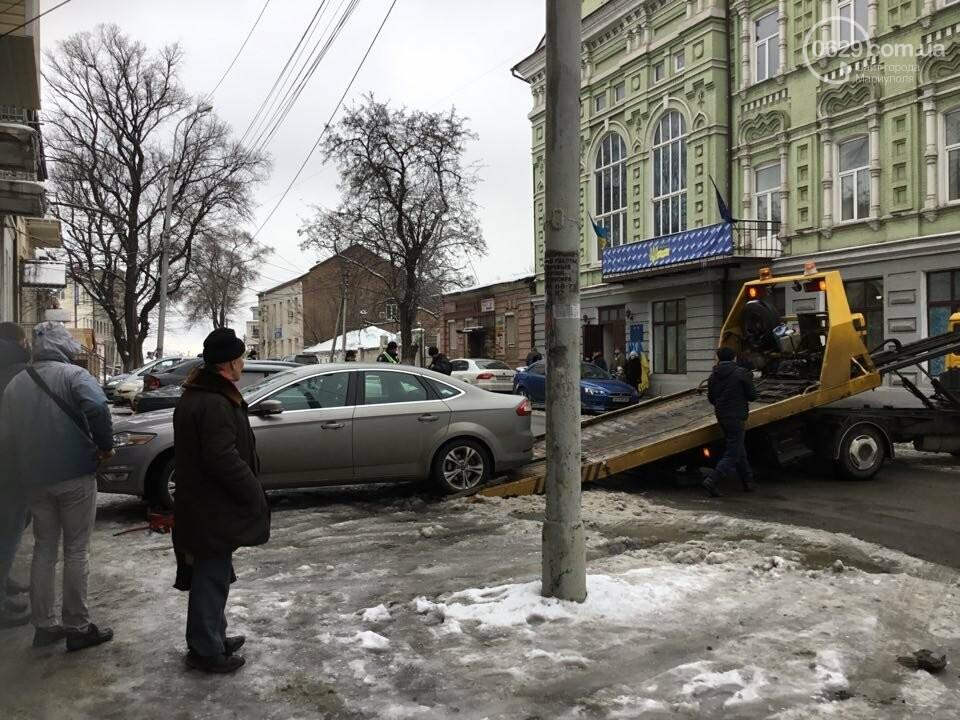 """В Мариуполе общественники """"сдают"""" полиции автомобили, припаркованные с нарушениями (ФОТО+ВИДЕО), фото-6"""