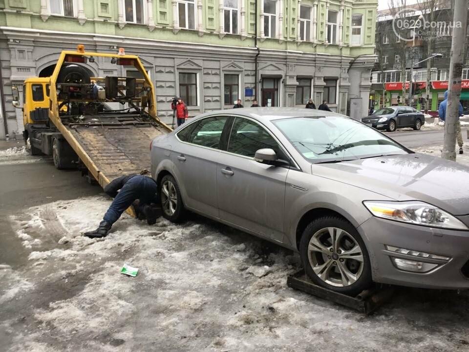 """В Мариуполе общественники """"сдают"""" полиции автомобили, припаркованные с нарушениями (ФОТО+ВИДЕО), фото-4"""