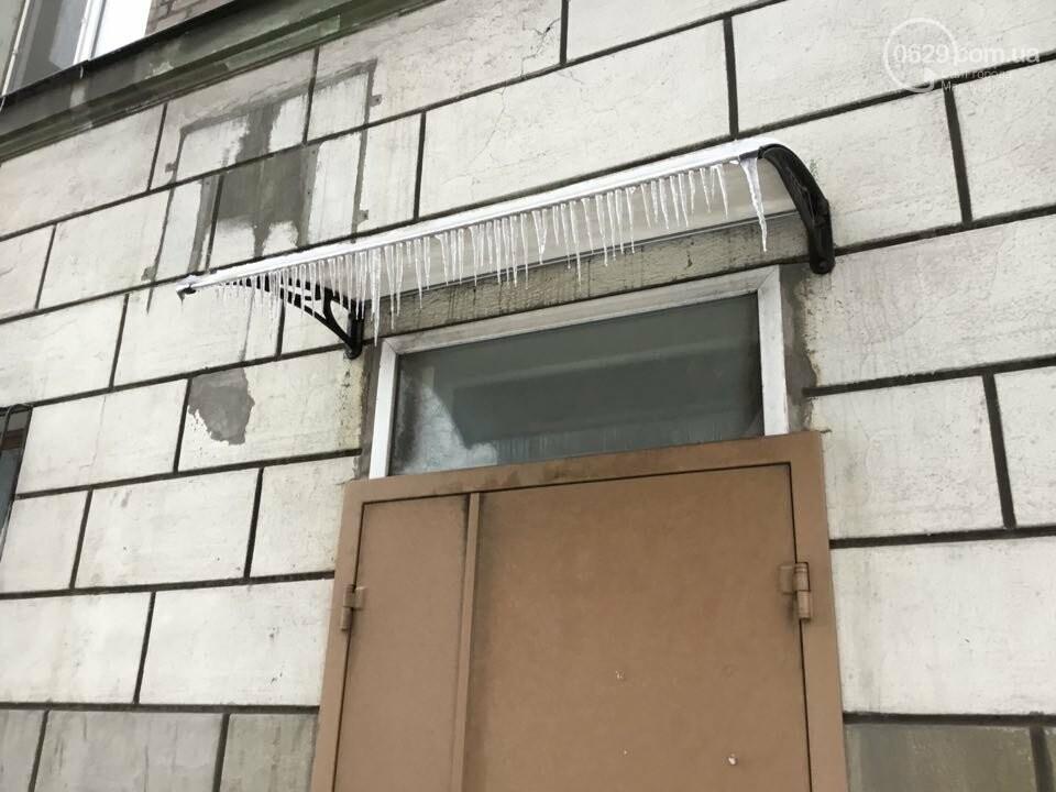 Осторожно, лед тает! В Мариуполе сосульки угрожают прохожим (ФОТО), фото-9
