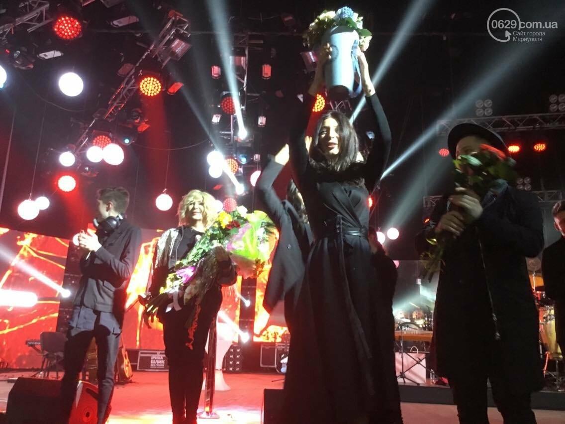 В Мариуполе на концерте Ирины Билык исполнили песню о Донецке (ФОТО, ВИДЕО), фото-1