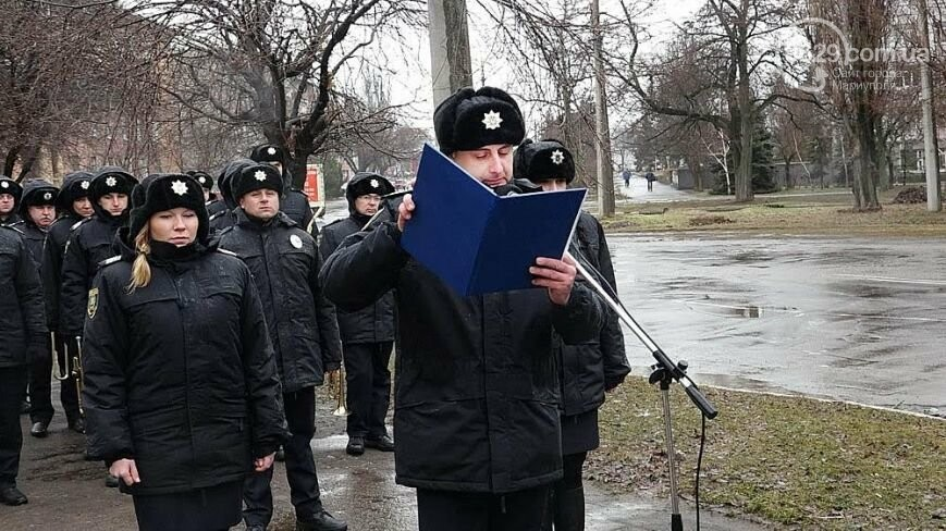 Памятный знак погибшему полицейскому, ТОП-50 известных людей Мариуполя и нападение на активиста Майдана. О чем писал 0629.com.ua 23 февраля, фото-1