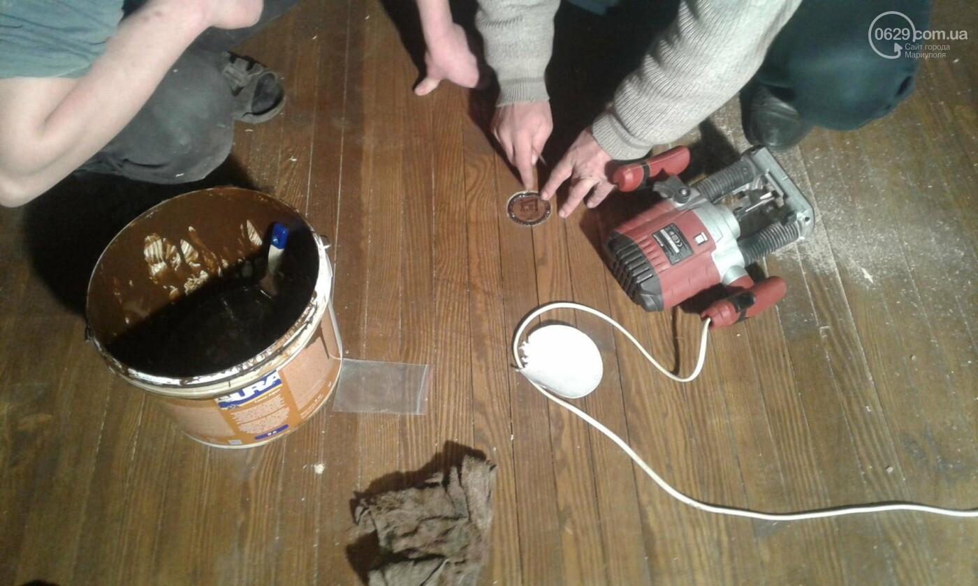 В мариупольском драмтеатре сняли главную люстру (ФОТО), фото-1
