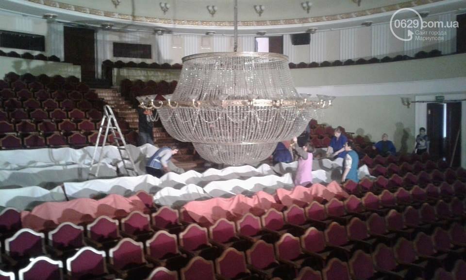 В мариупольском драмтеатре сняли главную люстру (ФОТО), фото-4