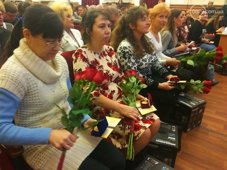 В Мариуполе на сессии горсовета наградили матерей-героинь (ФОТО), фото-3