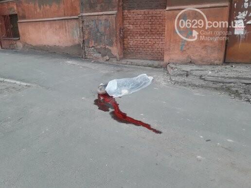 В Мариуполе мужчина разбился насмерть, выпав с 4 этажа (ФОТО 18+, ВИДЕО), фото-1