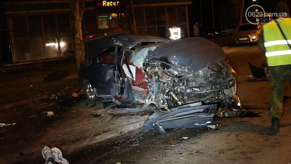 В жутком ДТП в Мариуполе погибли трое мужчин, женщина с ребенком в больнице (ФОТО 18+, ДОПОЛНЕНО), фото-2