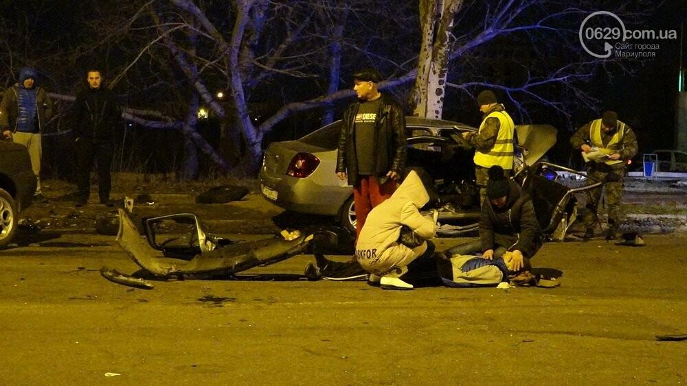 В жутком ДТП в Мариуполе погибли трое мужчин, женщина с ребенком в больнице (ФОТО 18+, ДОПОЛНЕНО), фото-3