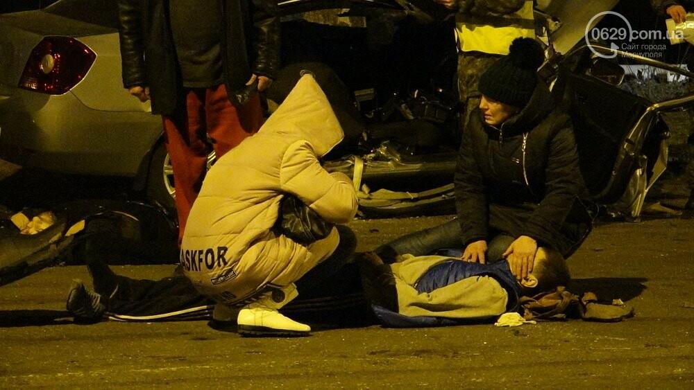В жутком ДТП в Мариуполе погибли трое мужчин, женщина с ребенком в больнице (ФОТО 18+, ДОПОЛНЕНО), фото-9