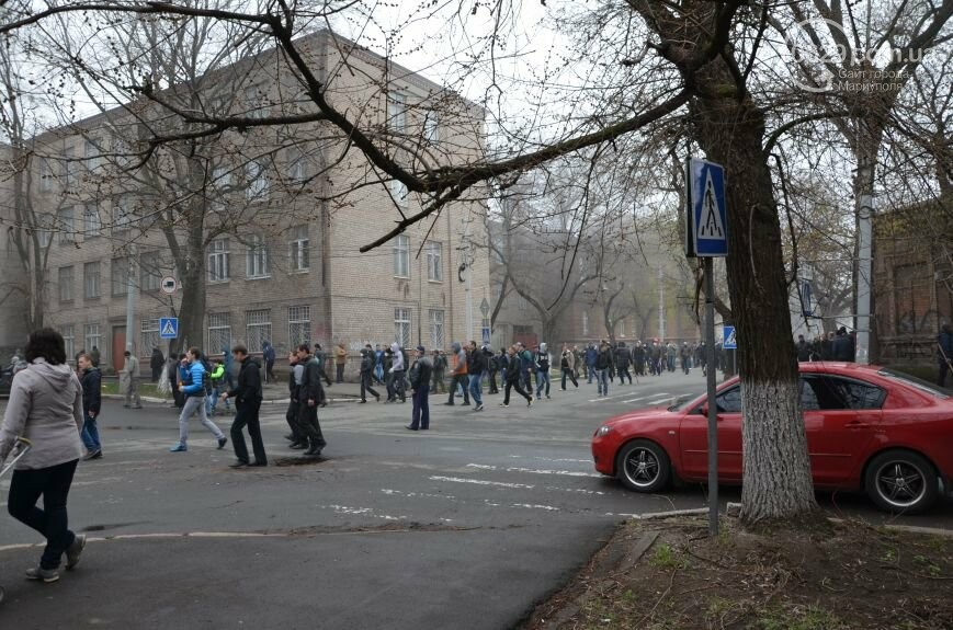 Захват горсовета, мариупольский драмтеатр перестал быть русским и песня для братьев Кличко. О чем писал 0629.com.ua 13 апреля, фото-20