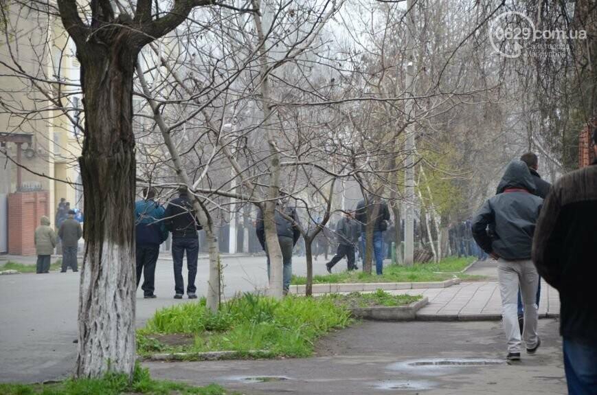 Захват горсовета, мариупольский драмтеатр перестал быть русским и песня для братьев Кличко. О чем писал 0629.com.ua 13 апреля, фото-18