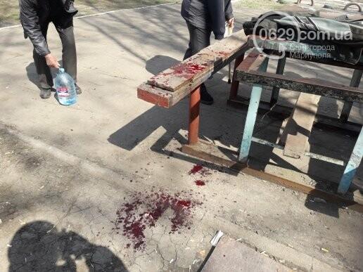 В Мариуполе во дворе жилого дома ножом ранили пенсионера (ФОТО 18+, ДОПОЛНЕНО), фото-2