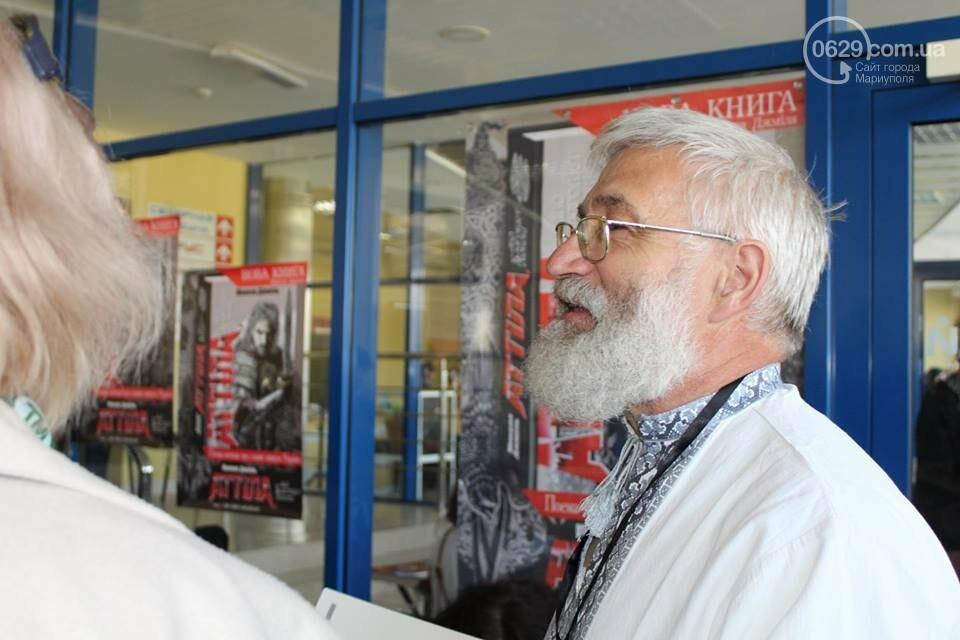 """В Мариуполе на """"Книжной толоке"""" издатели лично продают книги (ФОТО), фото-5"""