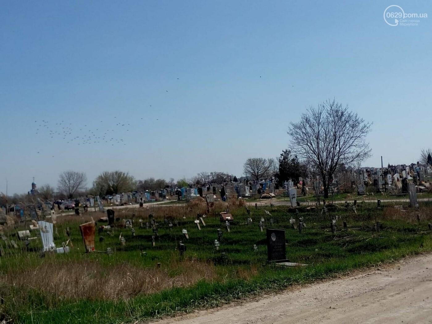 Поминальные дни: мариупольцы массово посетили городские кладбища (ФОТО), фото-5