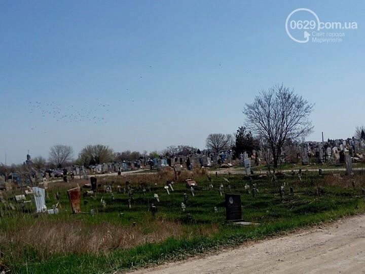 Поминальные дни: мариупольцы массово посетили городские кладбища (ФОТО), фото-2