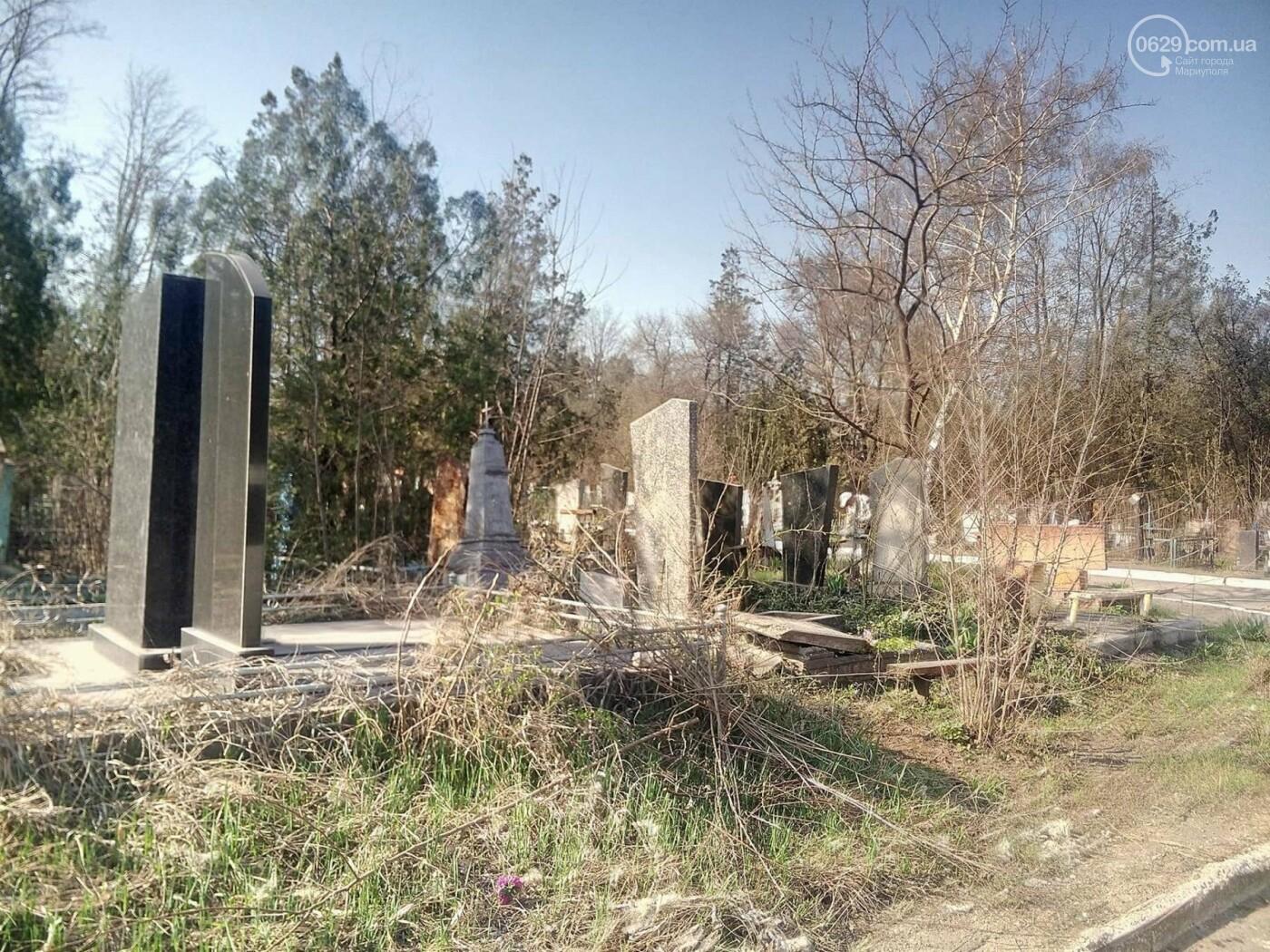 Поминальные дни: мариупольцы массово посетили городские кладбища (ФОТО), фото-9