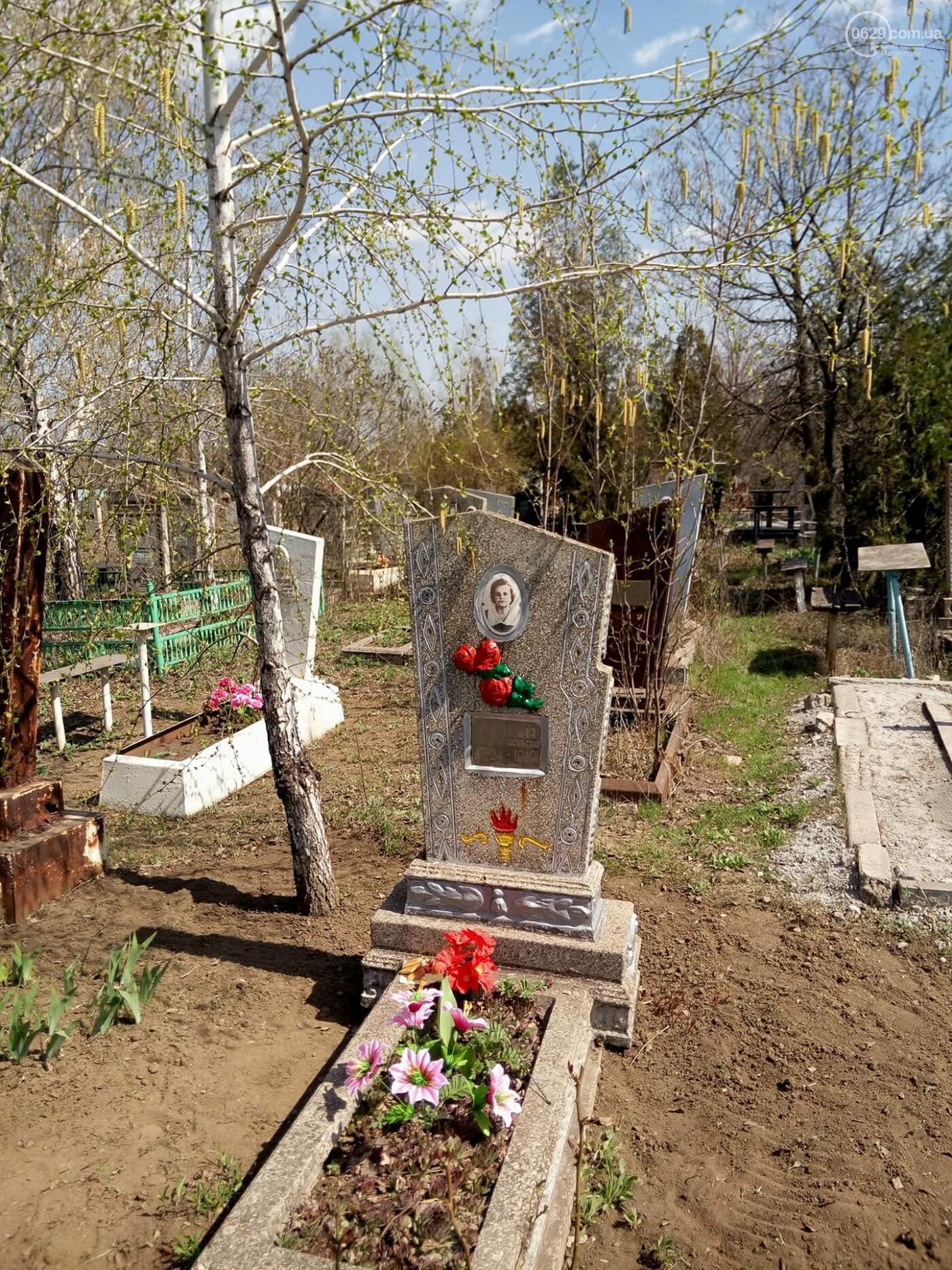 Поминальные дни: мариупольцы массово посетили городские кладбища (ФОТО), фото-13