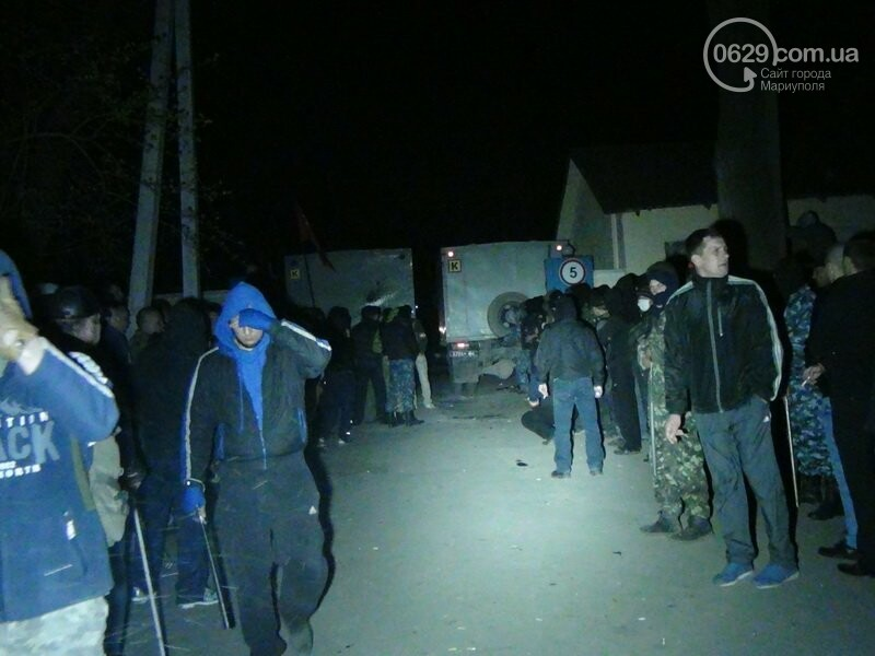 Оборона мариупольской в/ч 3057 от сепаратистов, горожане недовольны декоммунизацией и крестный ход. О чем писал 0629.com.ua 16 апреля, фото-23