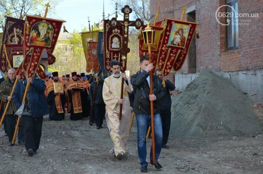 Оборона мариупольской в/ч 3057 от сепаратистов, горожане недовольны декоммунизацией и крестный ход. О чем писал 0629.com.ua 16 апреля, фото-2