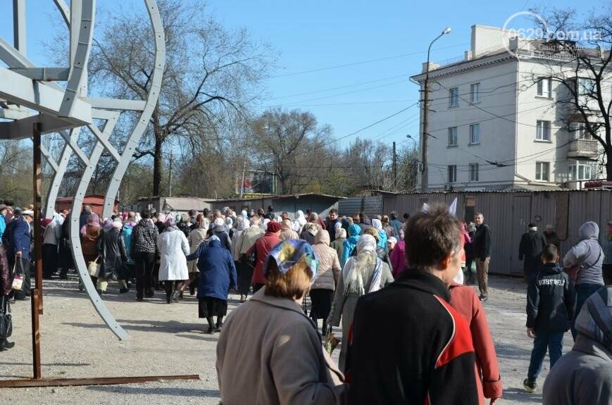 Оборона мариупольской в/ч 3057 от сепаратистов, горожане недовольны декоммунизацией и крестный ход. О чем писал 0629.com.ua 16 апреля, фото-8