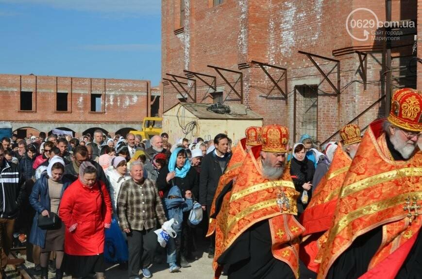 Оборона мариупольской в/ч 3057 от сепаратистов, горожане недовольны декоммунизацией и крестный ход. О чем писал 0629.com.ua 16 апреля, фото-6