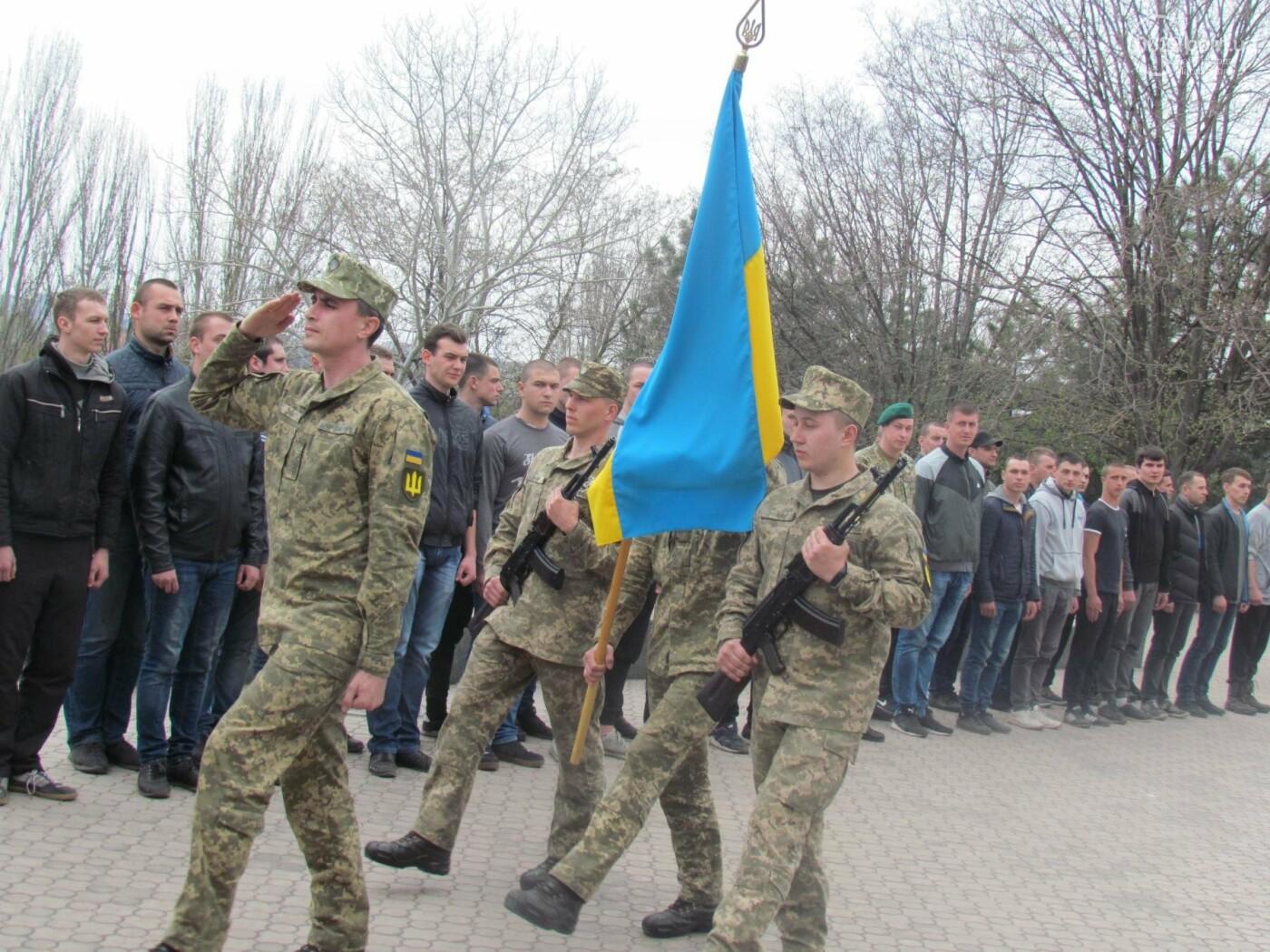 В Мариуполе 48 призывников торжественно проводили в армию (ФОТОРЕПОРТАЖ), фото-1