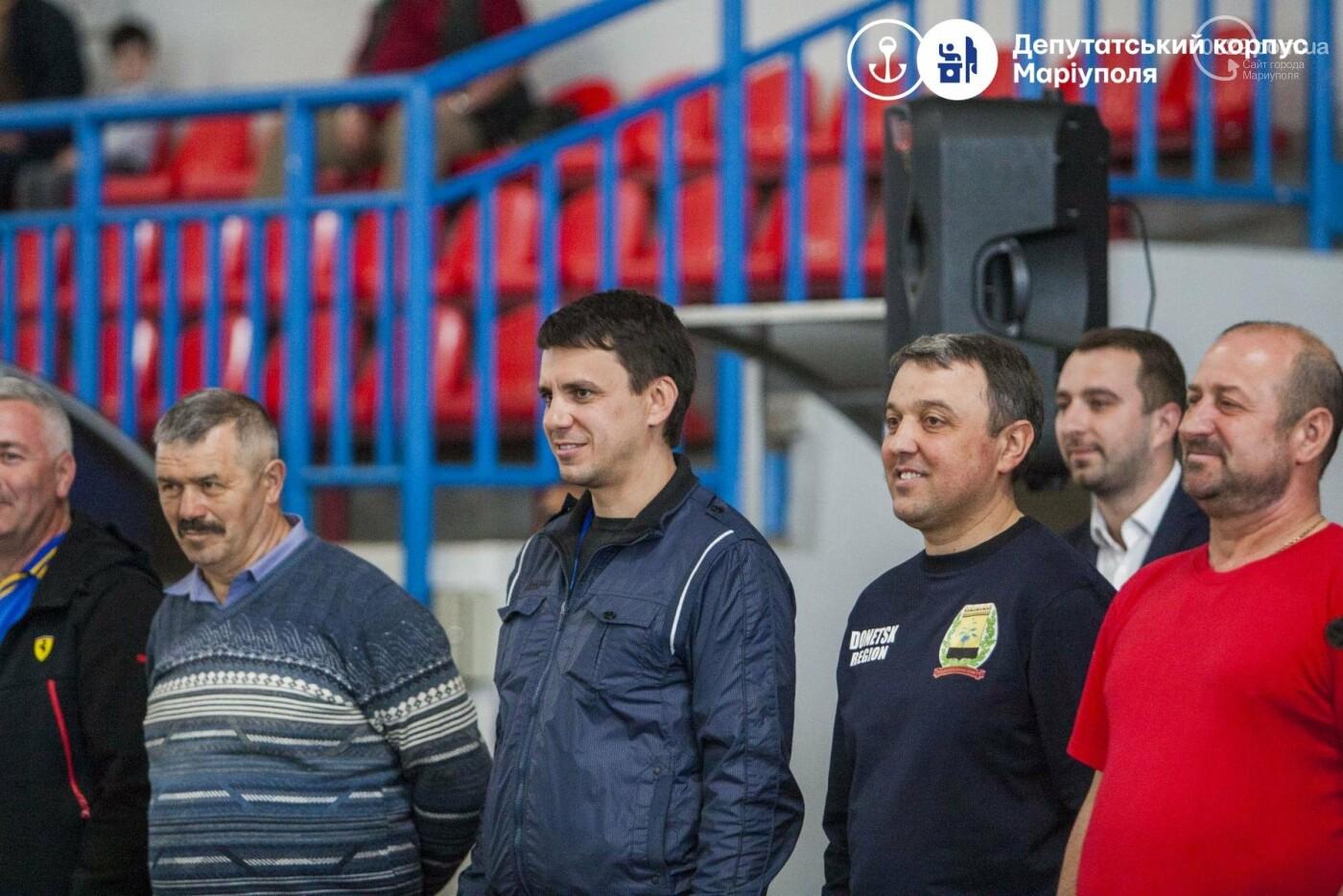 В Мариуполь съехались депутаты, чтобы поиграть в футбол и шашки (ФОТО+ВИДЕО), фото-2