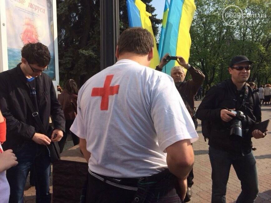 Сгоревшее здание горсовета закрыли баннером, горожане митинговали за единую Украину, а мариупольские стронгмены устанавливали мировые реко..., фото-11