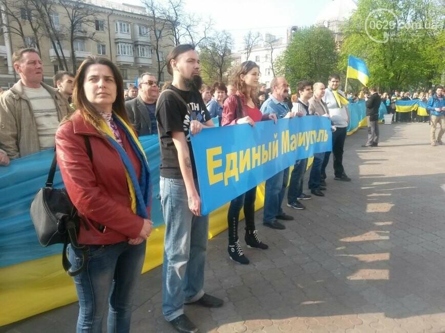Сгоревшее здание горсовета закрыли баннером, горожане митинговали за единую Украину, а мариупольские стронгмены устанавливали мировые реко..., фото-10