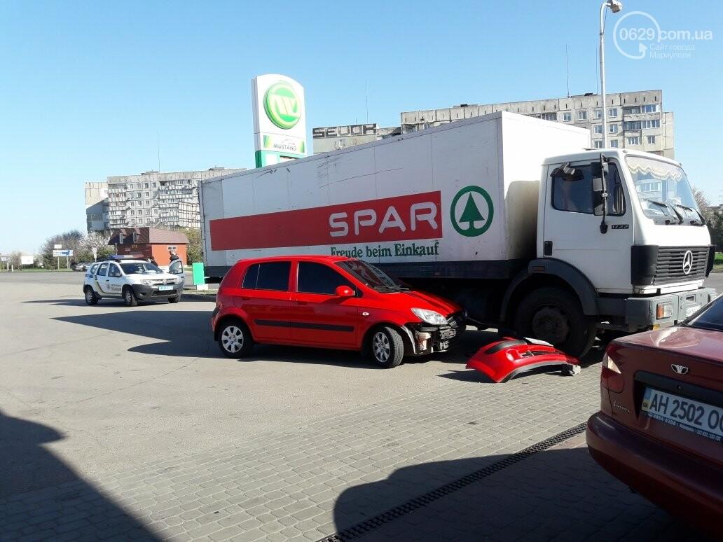 """В Мариуполе на автозаправке """"Хюндай"""" столкнулся с грузовиком (ФОТО), фото-2"""