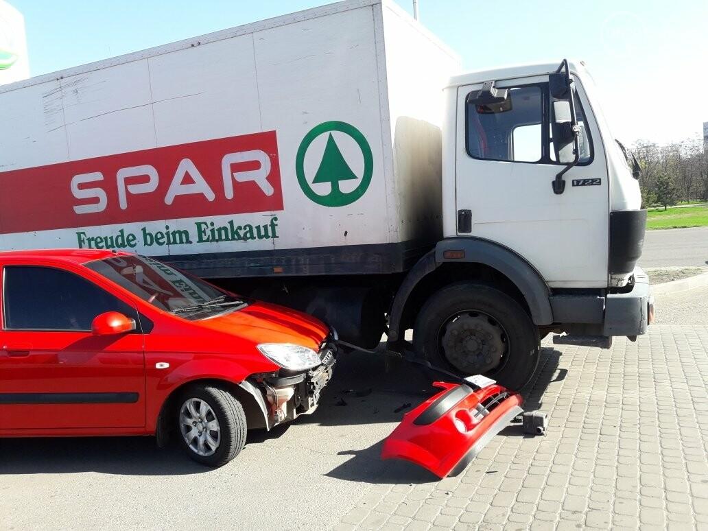 """В Мариуполе на автозаправке """"Хюндай"""" столкнулся с грузовиком (ФОТО), фото-3"""
