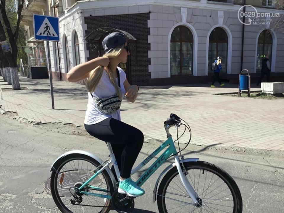 В Мариуполе автомобилистов премируют наклейкой за любовь к двухколесным (ФОТО, ВИДЕО), фото-9
