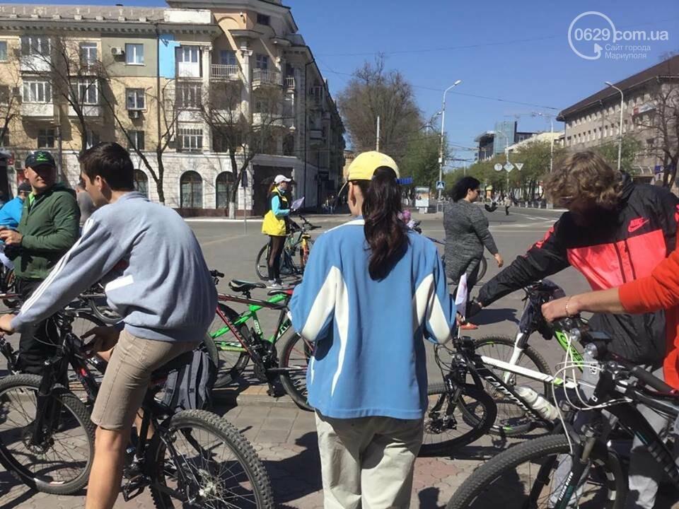 В Мариуполе автомобилистов премируют наклейкой за любовь к двухколесным (ФОТО, ВИДЕО), фото-3