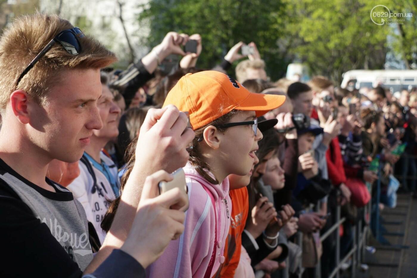 Сотни мариупольцев штурмовали сцену перед драмтеатром ради кубка Лиги чемпионов (ФОТОРЕПОРТАЖ+ВИДЕО), фото-16
