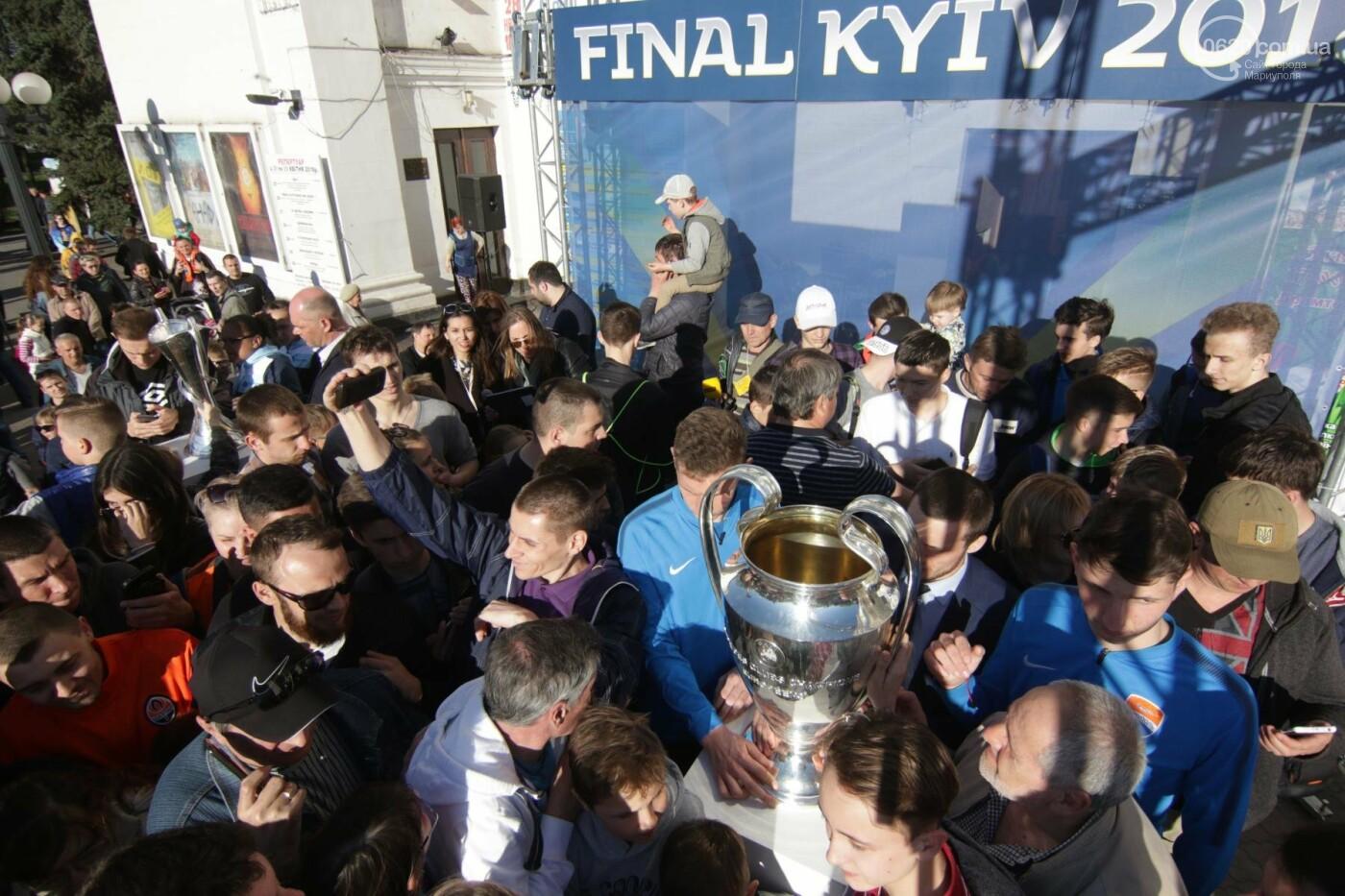Сотни мариупольцев штурмовали сцену перед драмтеатром ради кубка Лиги чемпионов (ФОТОРЕПОРТАЖ+ВИДЕО), фото-17