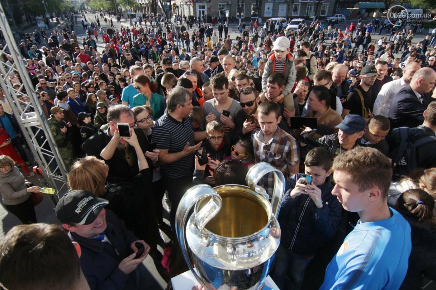 Сотни мариупольцев штурмовали сцену перед драмтеатром ради кубка Лиги чемпионов (ФОТОРЕПОРТАЖ+ВИДЕО), фото-20