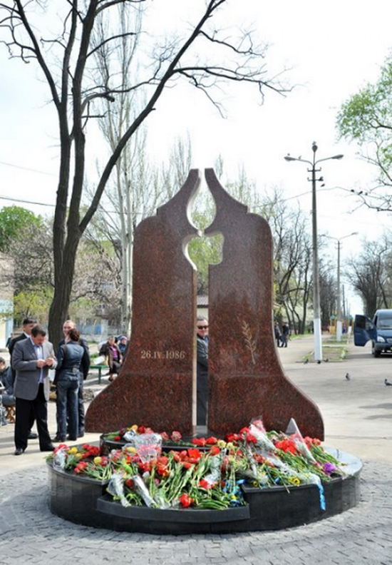 Открытие памятника жертвам Чернобыля, патриотический флешмоб юных мариупольцев и митинг рабочих СРЗ. О чем писал 0629 com.ua 25 апреля, фото-19