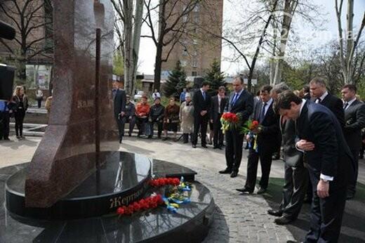 Открытие памятника жертвам Чернобыля, патриотический флешмоб юных мариупольцев и митинг рабочих СРЗ. О чем писал 0629 com.ua 25 апреля, фото-17
