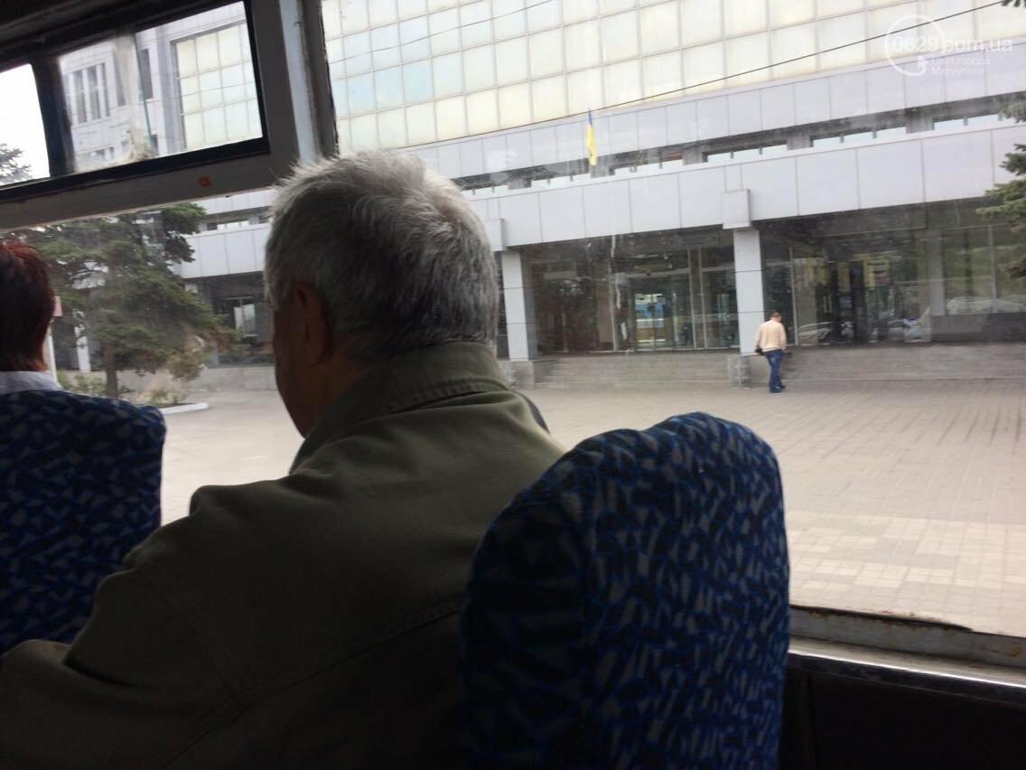 На железнодорожном вокзале Мариуполя останавливали маршрутчиков (Фотофакт, ВИДЕО), фото-1