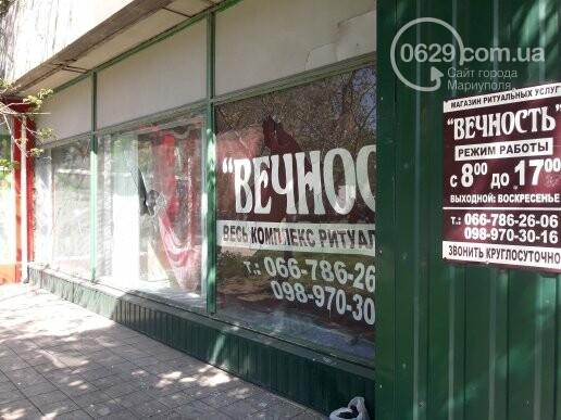 В Мариуполе неизвестные разбили витрину ритуального магазина (ФОТОФАКТ), фото-6