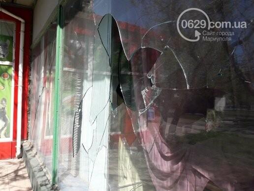 В Мариуполе неизвестные разбили витрину ритуального магазина (ФОТОФАКТ), фото-4