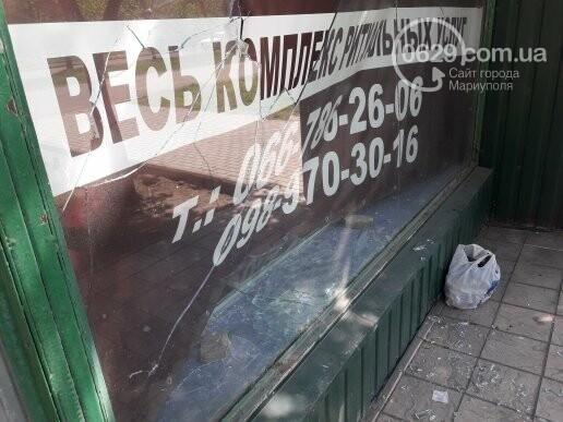 В Мариуполе неизвестные разбили витрину ритуального магазина (ФОТОФАКТ), фото-2