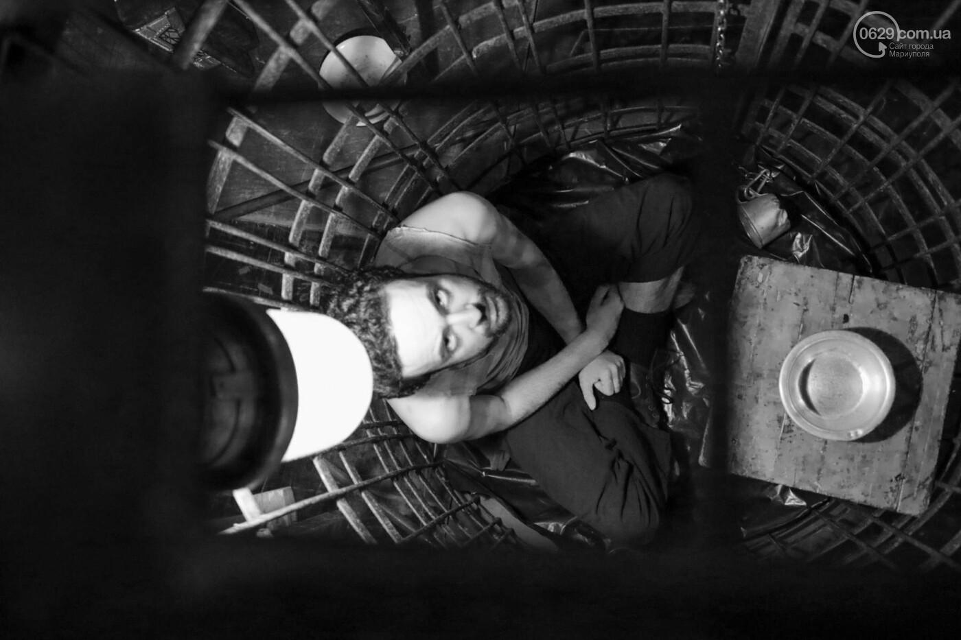 """В Мариуполе зрителей  спектакля  """"Собачья будка"""" посадили в клетку (ФОТО, ВИДЕО), фото-10"""