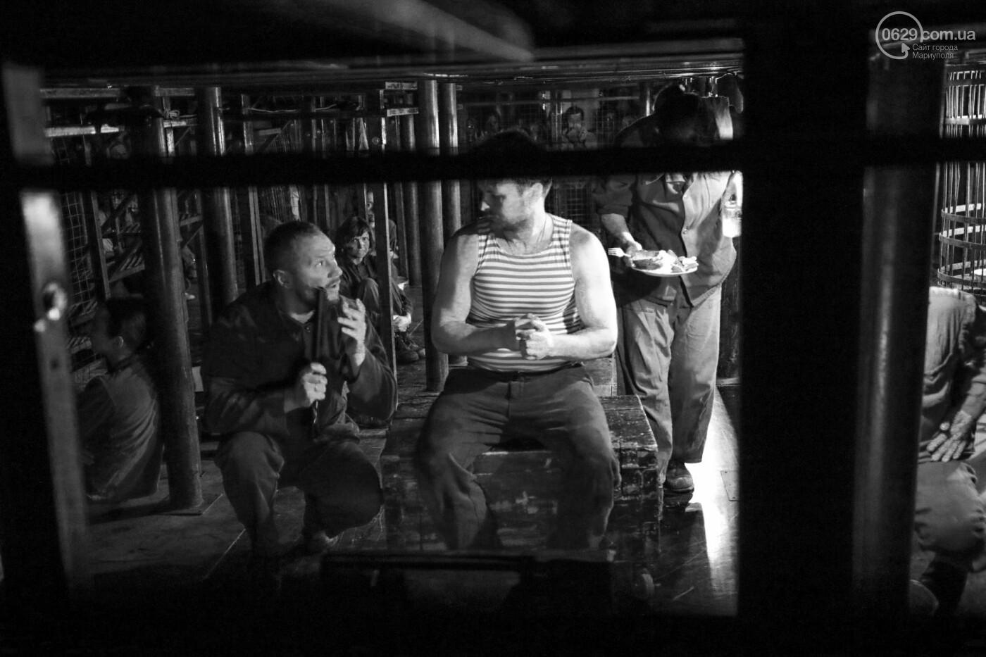 """В Мариуполе зрителей  спектакля  """"Собачья будка"""" посадили в клетку (ФОТО, ВИДЕО), фото-8"""
