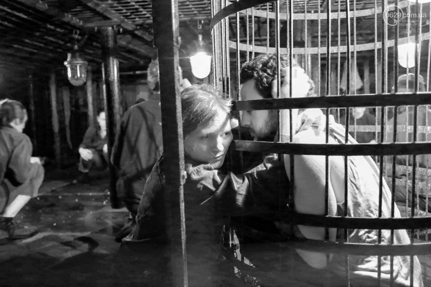 """В Мариуполе зрителей  спектакля  """"Собачья будка"""" посадили в клетку (ФОТО, ВИДЕО), фото-7"""
