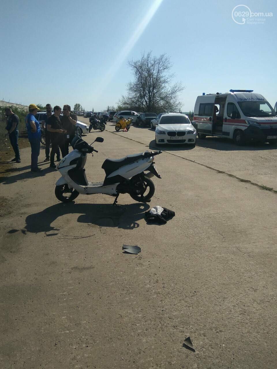 На автогонках под Мариуполем в аварию попал скутерист (Фотофакт), фото-1