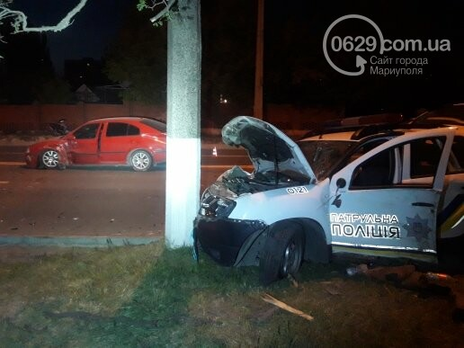 """В Мариуполе патрульный автомобиль врезался в """"Шкоду"""". Пострадали трое полицейских (ФОТО), фото-1"""