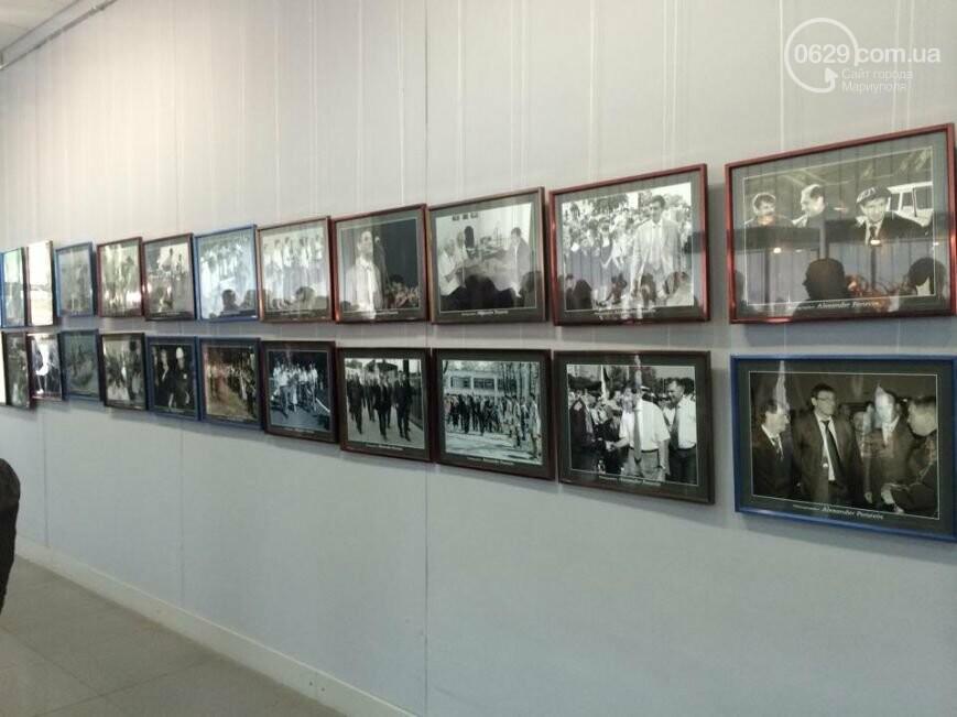 """В Мариуполе открывали памятник Лунину, устанавливали мемориальную доску памяти погибших милиционеров и освобождали горсовет от """"ополченцев""""..., фото-1"""