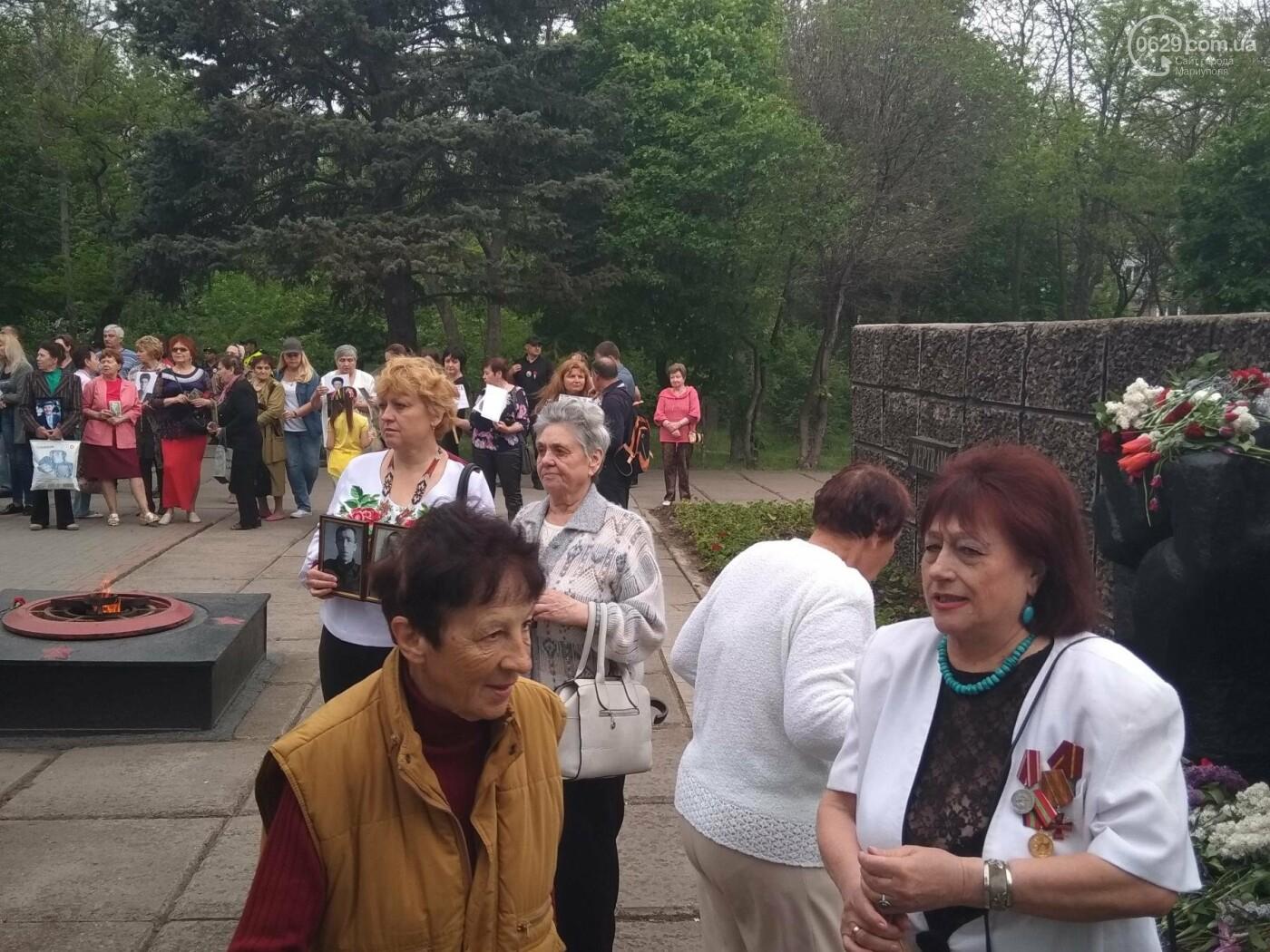 C красным знаменем и песнями. В Мариуполе почтили память погибших во Второй мировой войне (ФОТОРЕПОРТАЖ), фото-13