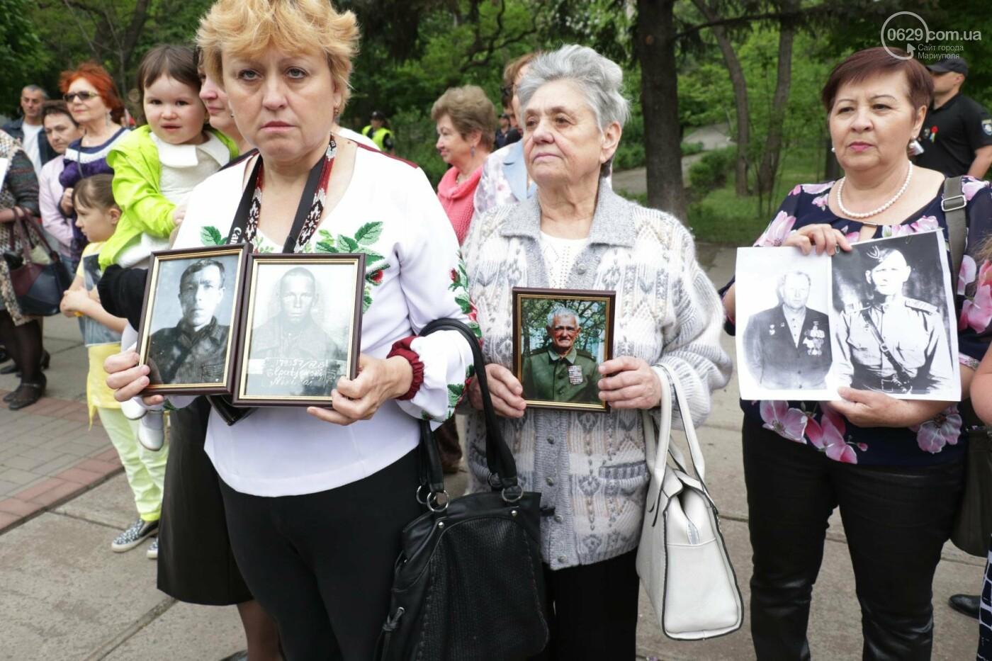 C красным знаменем и песнями. В Мариуполе почтили память погибших во Второй мировой войне (ФОТОРЕПОРТАЖ), фото-6