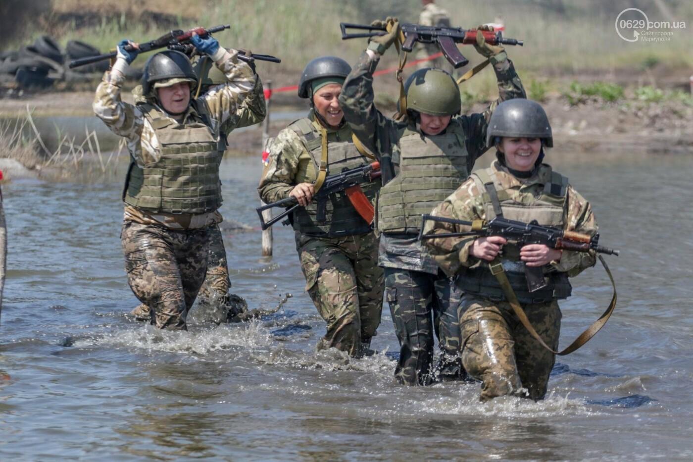 Под Мариуполем девушки-военнослужащие преодолели «полосу морпеха», - ФОТОРЕПОРТАЖ, фото-5